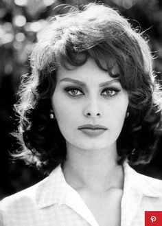 1963 - Sophia Loren (Sofía Lóren) in Beverly Hills | Photo by Sam Shaw.