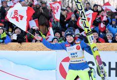 """Heimsieg: Skispringerin Daniela Iraschko-Stolz hat ihren Siegeszug in Hinzenbach fortgesetzt. Die Ex-Weltmeisterin feierte am 31. Jänner vor Olympiasiegerin Carina Vogt (GER) und der Japanerin Sara Takanashi den dritten Weltcup-Erfolg en suite. """"Es ist ein Traum vor Heimpublikum zu gewinnen. Das Gelbe Trikot beflügelt mich und ich kann befreit aufspringen. Ich bin total happy"""", jubelte Iraschko-Stolz. Mehr Bilder des Tages auf: http://www.nachrichten.at/nachrichten/bilder_des_tages/ (Bild…"""