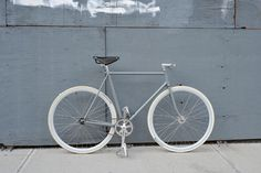 Shame those tires wouldn't stay white long    Bertelli • Biciclette Assemblate • New York City • Sentinella