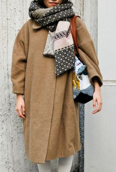 Oversize winter scarf via Style Sight Winter Trends, Looks Style, Style Me, Style Blog, Girl Style, Mode Club, Inspiration Mode, Oversized Coat, Winter Looks