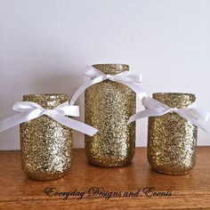 Black and gold mason jars gold mason jars baby shower Bridal Shower Centerpieces, Wedding Vases, Mason Jar Centerpieces, Centerpiece Decorations, Baby Shower Decorations, Birthday Decorations, Centerpiece Wedding, Decor Wedding, Wedding Signs