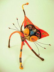 objetos de papel maché y cartapesta: Gato naranja objetos de papel maché y cartapesta . abstract animals and complimentary color schemes (middle school)I'm assuming they start with wire which they shape and then cover with papier mâché.