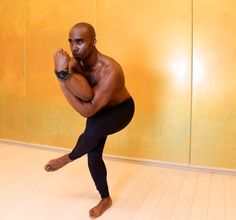 When Keith Mitchell, the former NFL linebacker turned yogi stopped by Yoga Shanti in Manhattan. Yoga Poses For Men, Yoga For Men, Killer Workouts, Toning Workouts, Gym Tips, Yoga Tips, Workout Plan For Women, Workout Plans, Lose Fat Workout