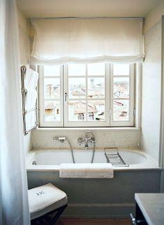 jk-place-florence-michele-bonan-perfect-bathroom