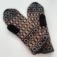 The colourwork motifs on Nordur Mittens are based on Faroese fishermen's sweater patterns. The mittens are knitted with double knitting weight Foula Wool and they have got twisted stitch edges often used in traditional Nordic knitwear.