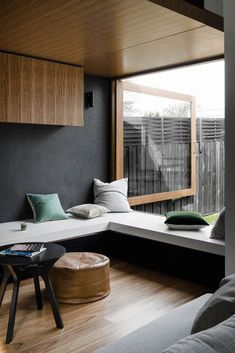 Developed by Melbourne-based architecture and design firm Figr, the Datum House is a unique family home with a clever design that integrates smoothly into its neighbourhood. The modern dwelling has ample sunlight, ventilation, and views to the grassy Wood Interior Design, Interior Decorating, Decorating Ideas, Decor Ideas, 31 Ideas, Modern Japanese Interior, Zen Interiors, Design Interiors, Interior Windows