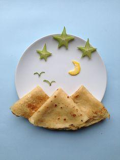Pannekaker til kvelds skulle være fjell, men ser litt ut som pyramider… Cute Food, Good Food, Yummy Food, Toddler Meals, Kids Meals, Deco Fruit, Finger Foods For Kids, Food Art For Kids, Kids Food Crafts