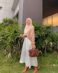 Muslim Women Fashion, Korean Girl Fashion, Modest Casual Outfits, Korean Outfit Street Styles, Long Skirt Fashion, Nude Outfits, Street Hijab Fashion, Modesty Fashion, Hijab Fashion Inspiration