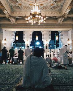 A Muslim sat in ihram in the Masjid-Al-Haram, Makkah. #Islam