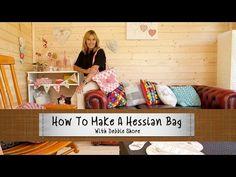 How to make a hessian bag (a Debbie Shore video tutorial) . Quilting Tutorials, Sewing Tutorials, Sewing Projects, Sewing Ideas, Knitting Projects, Sewing Tips, Sewing Crafts, Cosmetic Bag Tutorial, Debbie Shore