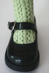 Socks for Mary Janes   <   Girls' shoe sizes 2 - 6  ;  Free pattern   /   RAV
