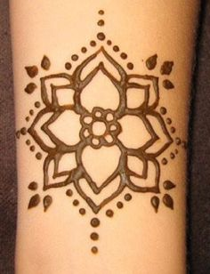 Tattoo mandala small flowers henna designs 60 ideas - tattoo, jewerly, other accessories - Cool Henna, Simple Henna Tattoo, Small Henna Tattoos, Henna Tattoo Hand, Henna Body Art, Mandala Tattoo, Henna Diy, Paisley Tattoos, Easy Hand Henna