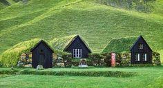 Des toits verts pour le Musée Skógar dans le sud de l'Islande. Un exemple d'architecture islandaise traditionnelle très écolo…