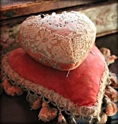 Velvet pincushions with lace