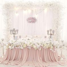 Пудровая свадьба, декор президиума в пудровом цвете