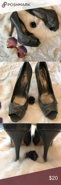 ✨Candie's Grey Snake Print Open Toe Heels✨ These heels are in great condition and their neutral color make them wearable with so many looks. Size 10 Candie's Shoes Heels