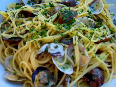 spaghetti alle vongole...it doesn't get any better than this