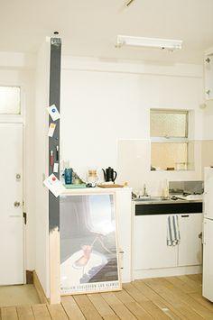 賃貸でもOKなDIY棚作り。「PILLAR BRACKET」で空間を自由にデザインしよう! | キナリノ Diy And Crafts, Desk, Interior, Kitchen, Room, House, Furniture, Home Decor, Live