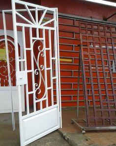 Buenos días #PanamaOeste #FinDeSemana #TenemosBuenasOfertas #PuertasDeHierro Visita nuestro local #rommontalvo #RehabilitaciónObrasYMantenimientosMontalvo #TallerDeHerería #Ferretería #Construcción Estamos ubicados #LaChorrera #AvenidaLibertador #DetrasDeBancoNacional #esquinadelamarcelita Grill Gate Design, Balcony Grill Design, Steel Gate Design, Window Grill Design, House Gate Design, Metal Gates, Iron Gates, Iron Doors, Modern Window Design