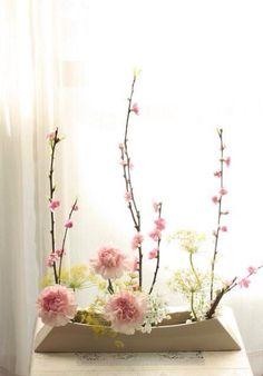 Tamami Watanabe Arrangements Ikebana, Ikebana Flower Arrangement, Beautiful Flower Arrangements, Floral Arrangements, Beautiful Flowers, All Flowers, Flower Studio, Flower Art, Flower Centerpieces
