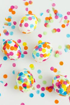 Confetti is not just for parties! Add some fun and a flare to Easter eggs with our tutorial for DIY Confetti Easter Eggs. See the video too!