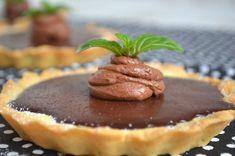 V míse smícháme mouku s cukrem. Přidáme do směsi máslo a zpracujeme tak, aby vznikla drobenka. Do ní přidáme žloutek, vodu a zapracujeme do... Muffin, Easy No Bake Desserts, Love Is Sweet, Griddle Pan, Cheesecakes, Chocolate Fondue, Nutella, Pancakes, Food And Drink