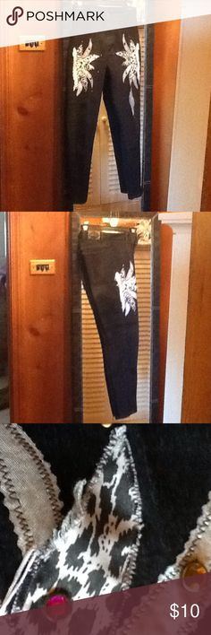 Size 5/6 stretch black skinny jean VINTAGE🌇 Size 5/6 black stretch skinny jeans with white appliqués/fringe and colored plastic stone-like beads multi colored great with boots ,even a great western look! Slightly worn slightly ragged - look around dome appliqués but great look and fun especially for country dancin'😊😍 so make an offer will give good discount! watch l.a Jeans Skinny
