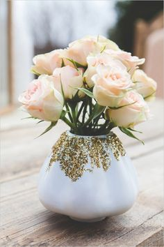 white vase with glitter #goldweddingideas  #eclecticwedding #weddingchicks http://www.weddingchicks.com/2013/12/23/elcectic-gold-wedding-ideas/