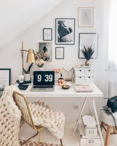 then but stylish with pretty unique writing utensils and interior design ideas! Discovered stylish products for the home office now WestwingNow! 📷: // Interior Decoration INSPO setting Wohnideen Home Study Room Decor, Room Ideas Bedroom, Bedroom Decor, Office In Bedroom Ideas, Office Ideas, Office Inspo, Teen Bedroom, Dream Bedroom, Master Bedroom
