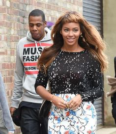 """Photo: Splash News In case you haven't heard, Beyoncé just debuted a new hairstyle in London—and it's a big change.  Related: The 10 Dos and Don'ts of Getting Good Bangs Ruben Colon, a stylist from Sally Hershberger Downtown salon in New York City, says these short, heavy bangs without any texture are best for a woman with a lot of confidence.  """"You don't want any life at all with these bangs."""" Related: Is Pink Hair The Ultimate Sign of Mid-Life Confidence? If you're ready to go for it…"""