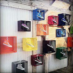 Shoe box on the wall shoe boxes on the wall shoe display i think it is mean Design Shop, Shoe Store Design, Display Design, Visual Merchandising Displays, Visual Display, Design Garage, Design Commercial, Shoe Display, Retail Windows
