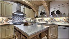 mediterrán rusztikus design konyha - Luxuslakások Decor, Sweet Home, Kitchen, Kitchen Island, Home Decor