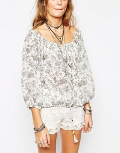 Image 3 of Glamorous Off Shoulder Crop Top in Mono Floral