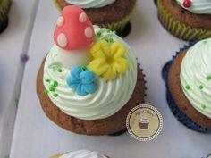 Cupcakes Top Cakes - Branca de Neve e Sininho https://www.facebook.com/danielletopcakes