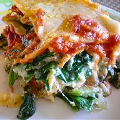 Spinach Lasagna III Fresh spinach and plenty of ricotta, Romano and mozzarella make this a cheesy and hearty dish. This lasagna can also be made without the spinach. Cheese Lasagna, Chicken Lasagna, Spinach Lasagna, Spinach Ricotta, Mushroom Lasagna, Lasagna Noodles, Vegetable Lasagne, Turkey Lasagna, Veggie Lasagna
