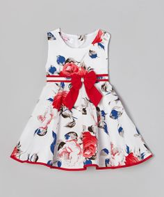 Floral and fancy free, this sweet frock is fresh as a daisy with its blooming print. It boasts an easy slip-on fit and back closure that tugs on in a jiff when frolicking fairy adventures come calling.