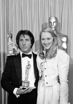 """Academy Awards® ~ Meryl Streep and Dustin Hoffman won the Best Leading Oscars® for their performances in """"Kramer vs. Hollywood Glamour, Hollywood Stars, Classic Hollywood, Hollywood Icons, Dustin Hoffman, Johnny Carson, Meryl Streep, Kramer Vs Kramer, Les Oscars"""