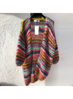 Les tricots d'O 100L cardigan mix long multi Cardigan Pattern, Knit Cardigan, Hand Knitting, Knitting Patterns, Pakistani Fashion Casual, Colors Of Benetton, Knitting Accessories, Knit Jacket, Striped Knit