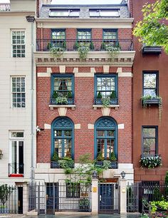 STATS 5 BEDROOMS 6.5 BATHS 8,000 SQ. FT. $25 MILLION   Red clay brick and raked limestone define this neo-Georgian mansion on a treelined street on Manhattan's Upper East Side. The home was built by architect John G. Prague in 1872, remodeled by architect R. D. Graham in 1902, and updated by Ronald Bricke in 1996.  Contact: Compass, 917-680-8933; compass.com