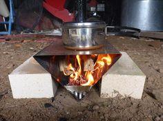 Bushcraft Camping, Diy Camping, Camping Stove, Camping Survival, Survival Prepping, Tent Camping, Survival Skills, Diy Rocket Stove, Rocket Stoves
