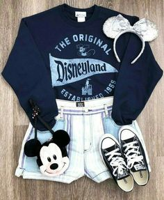 Niedliche Mickey Mouse Outfit Inspo Disney Mode Disneyfashion DisneystyleYou can find Disney outfits and more on our website. Disney World Outfits, Cute Disney Outfits, Disney Themed Outfits, Disneyland Outfits, Disney Clothes, Disney Dresses, Cute Disney Stuff, Disney Bound Outfits Casual, Cute Disney Shirts
