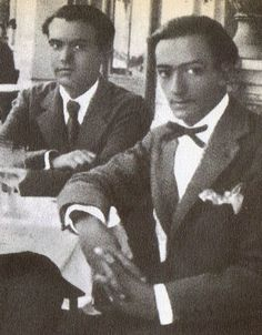 gay poet Federico Garcia Lorca and painter Salvadore Dali in Barcelona in 1927 … Writers And Poets, Famous Artists, Great Artists, Old Photos, Vintage Photos, Figueras, Salvador Dali Art, Painter Artist, Portraits