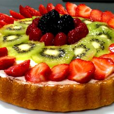 A beautiful fresh fruit dessert with strawberries, blueberries and kiwi, this is not your regular 'fruit pizza.' You can substitute other favorite fruits or berries for those in this recipe. Fresh Fruit Desserts, Fresh Fruit Tart, Fruit Recipes, Dessert Recipes, Fruit Tarts, Fruit Fruit, Cuban Recipes, Steak Recipes, Flan Recipe Allrecipes
