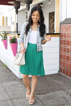 Three Go-To Dressy Casual Outfits for Spring Celebrations Green pleated skirt with white tee and denim jacket outfit walking Green Pleated Skirt, Pleated Skirt Outfit, Skirt Outfits, Pleated Skirts, Denim Dresses, Denim Outfits, Denim Skirts, Black Outfits, Denim Overalls