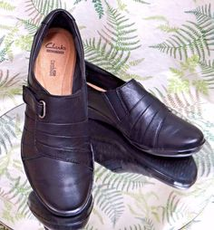 cde9b98c9c80c CLARKS BLACK LEATHER LOAFERS SLIP ONS BUSINESS DRESS WORK SHOES US WOMENS  SZ 9 M  Clarks  LoafersMoccasins  WeartoWork