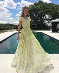 Marina Ruy Barbosa  madrinha de casamento vestido de festa