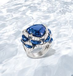 The abyss : in the ocean's depths, tanzanite treasures are discovered... Lumières d'Eau ring in white gold, diamonds, sapphires, lapis lazuli and a troidia-cut tanzanite.