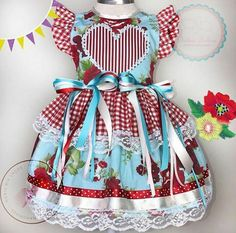 Fantasias Little Girl Dresses, Little Girls, Girls Dresses, Baby Girl Dress Patterns, Baby Dress, Cute Kids, Cute Babies, Homemade Gifts, Girl Dolls