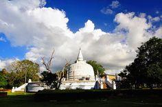Dagoba, Anuradhapura, Sri Lanka (www.secretlanka.com)