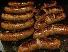 saucisses grillées alsaciennes cuites à la bière